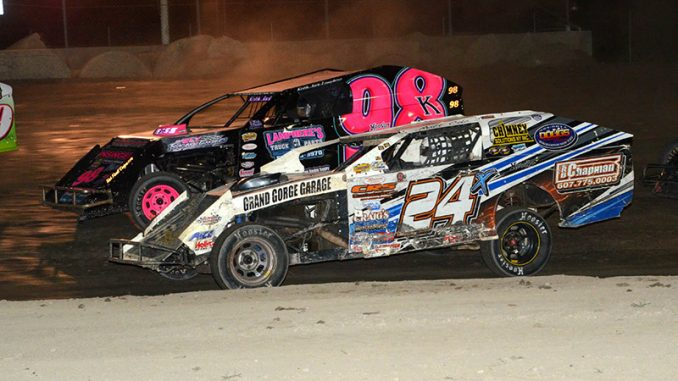 Matt Cole followed the lower line to the $1,500 checkers and the Atomicwraps.comIMCA Empire State Series win during the Saturday Fall Nationals show at Outlaw Speedway. Keith Lamphere ran higher up and ended in third. (Photo by Mark Ranalletta)